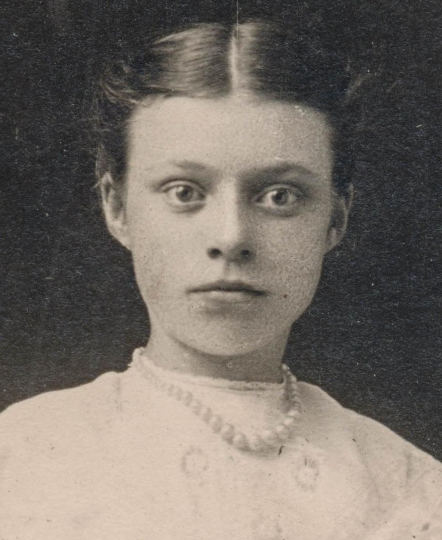 Dead-eyed girl portrait